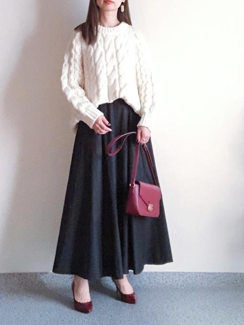 赤パンプス×ロングフレアスカート