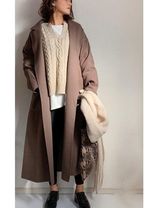 GU黒スキニー×茶色ロングコート