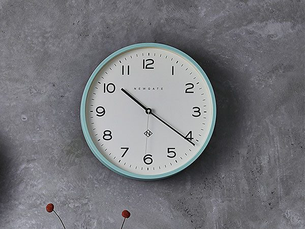 ミントグリーンの壁掛け時計