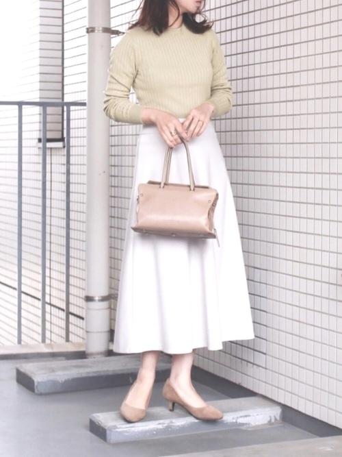 リブニット×グレーフレアスカート