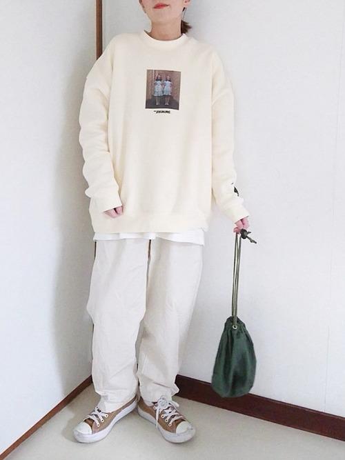 白スウェット×白パンツ
