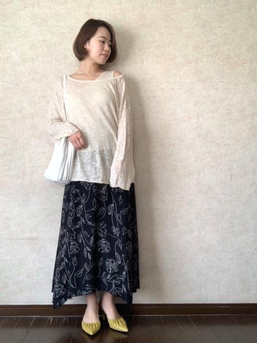 しまむら線描き花柄スカート