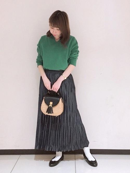 緑ニットトップス×プリーツスカート