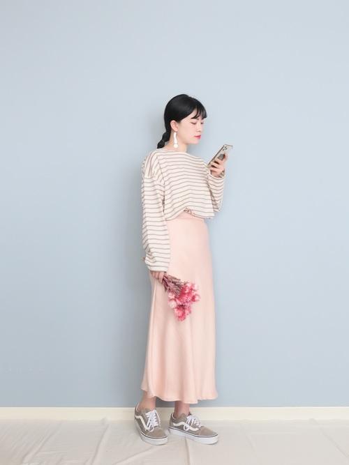 ベージュボーダーT×ピンクスカート