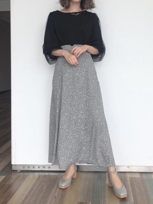 黒トップス×レオパード柄スカート
