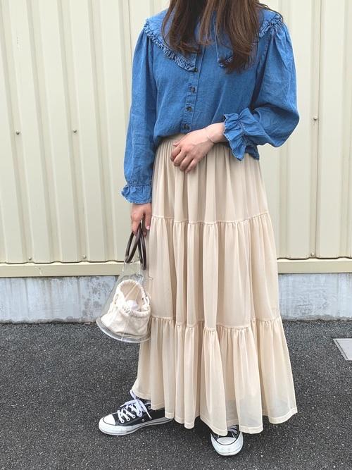 デニムフリルシャツ×ロングスカート