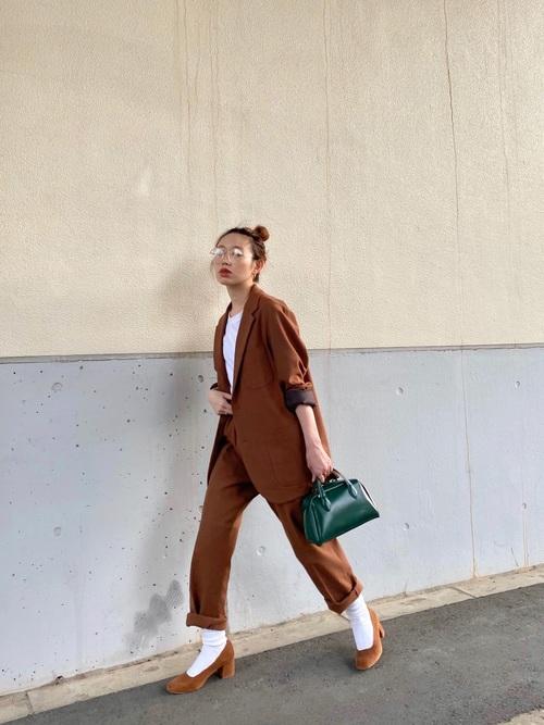 茶色ジャケット×茶色パンツ