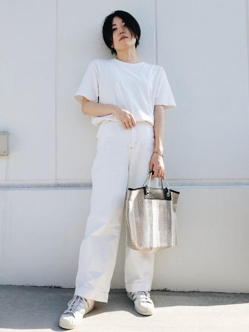 ユニクロ白Tシャツ×白デニムパンツ