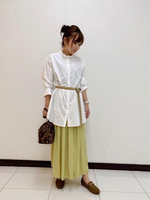 ロングシャツ×サテンプリーツスカート