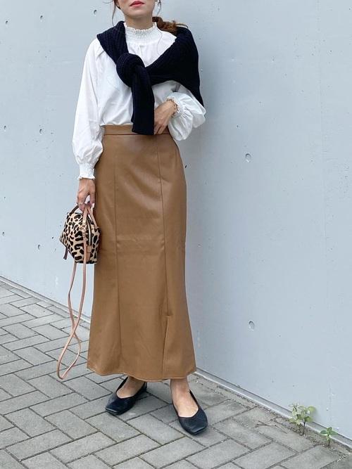 バレエシューズ×エコレザースカート