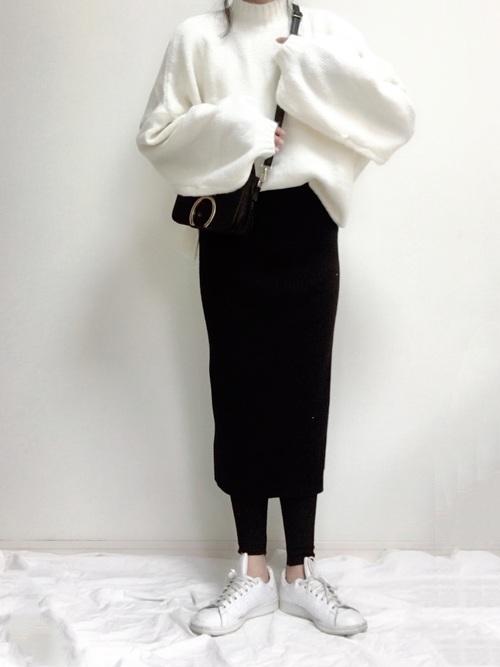 ユニクロタイトスカート×白ニット