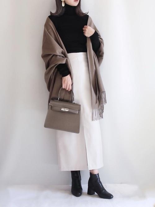 ユニクロ黒ニット×タイトスカート