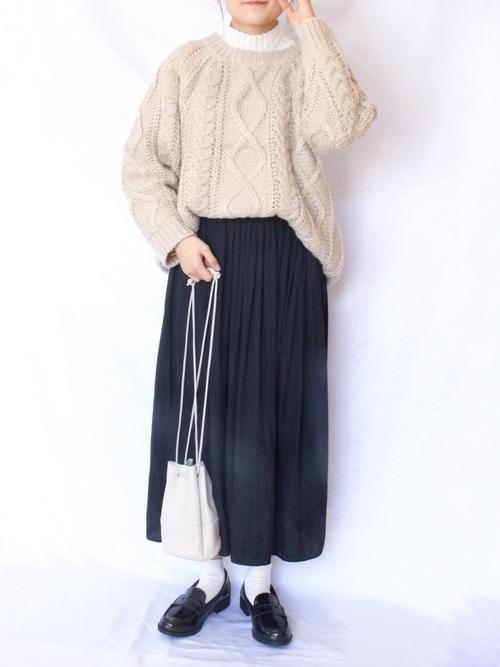 ユニクロ黒プリーツスカート
