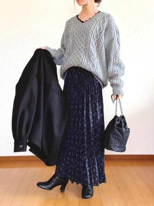 ケーブルトップス×プリーツスカート