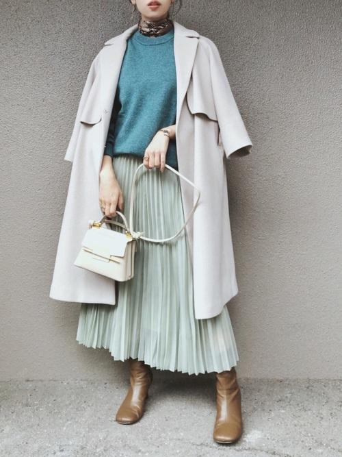 GUのブルーセーター×プリーツスカート