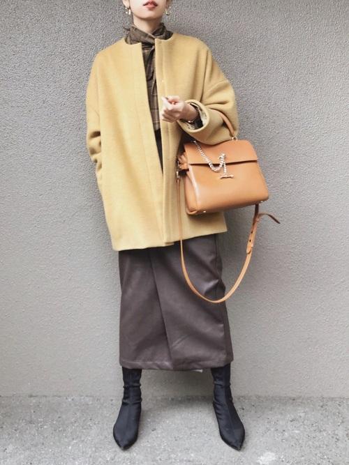 ボウタイブラウス×黄色コート