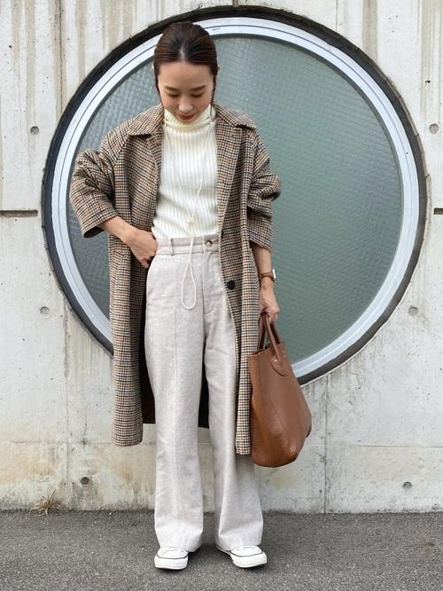 無印良品の白リブタートルネックセーター