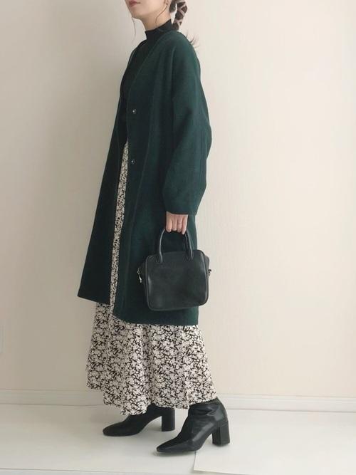 黒ショートブーツ×花柄スカート