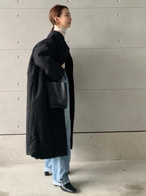 黒ショートブーツ×デニムワイドパンツ