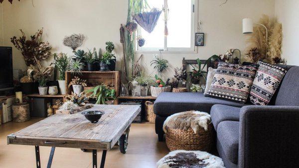観葉植物とL字ソファのおしゃれなインテリア