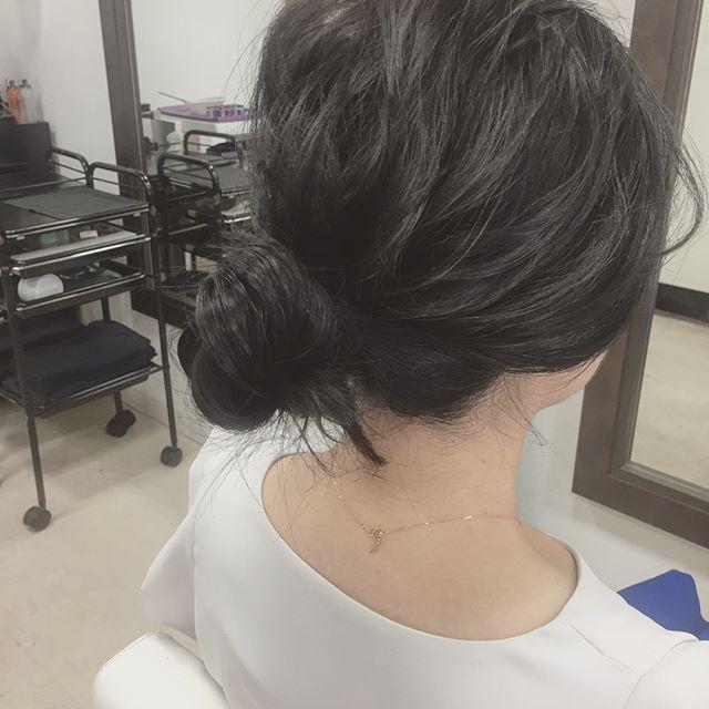 黒髪ロング ストレート まとめ髪3