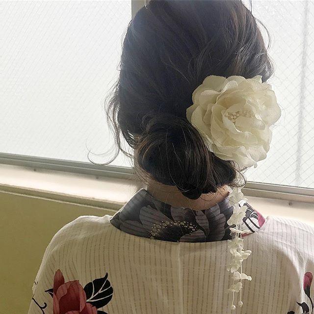 和服に低めお団子×編み込みヘア