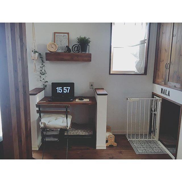 仕事スペースを確保するパソコン配置
