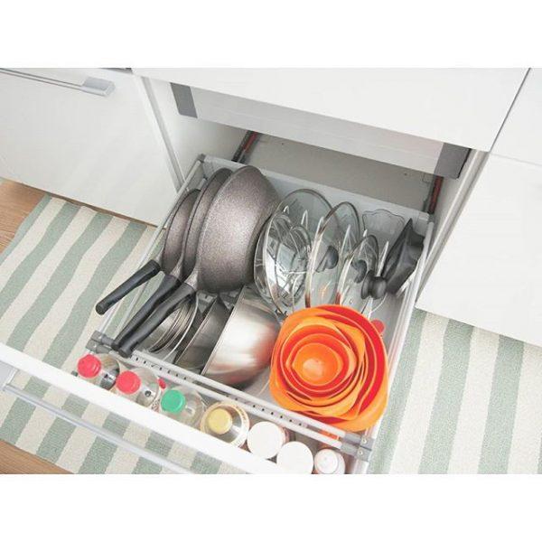 キッチンのシンク下に入れる鍋蓋収納