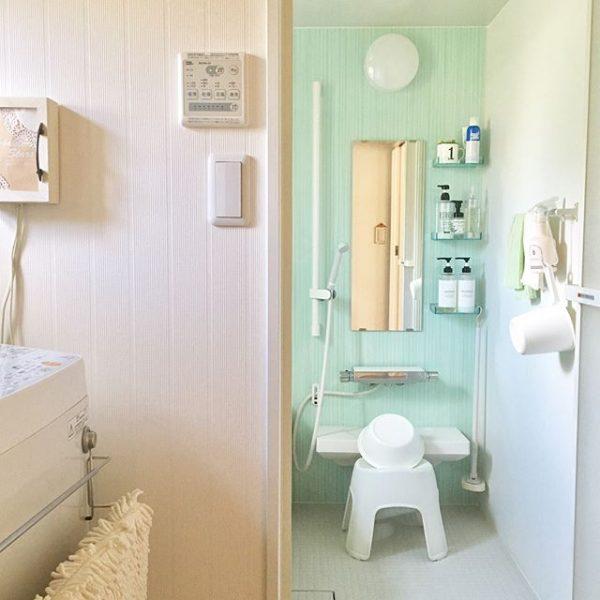 バスルームの壁に