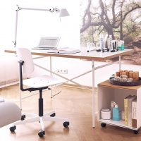 テーブル下の収納方法をご紹介!DIY〜家具までテーブル下の空間をスッキリ整頓♪