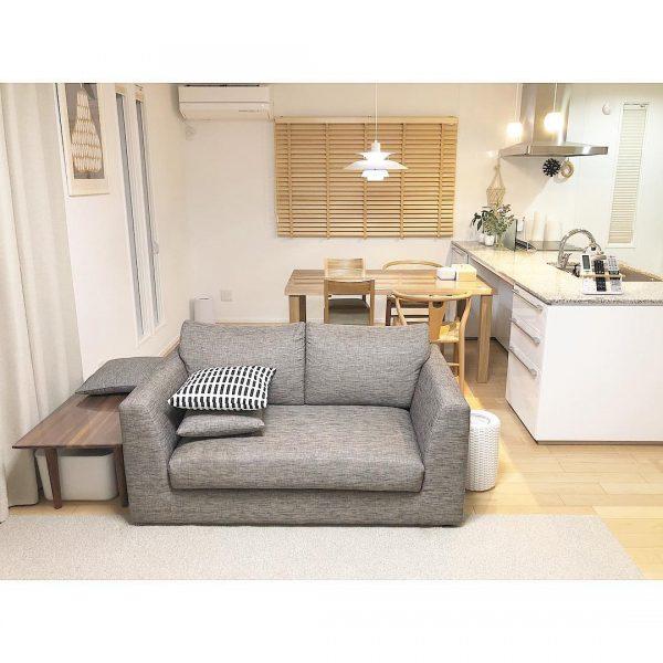 サイドテーブルと組み合わせたソファレイアウト