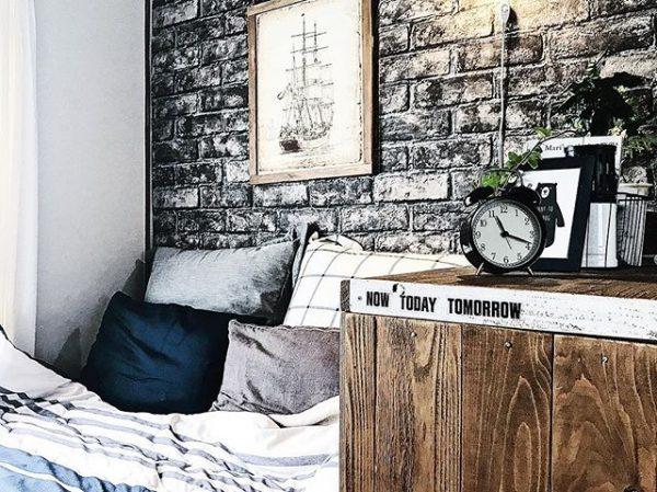 ベッドは壁際にレイアウト