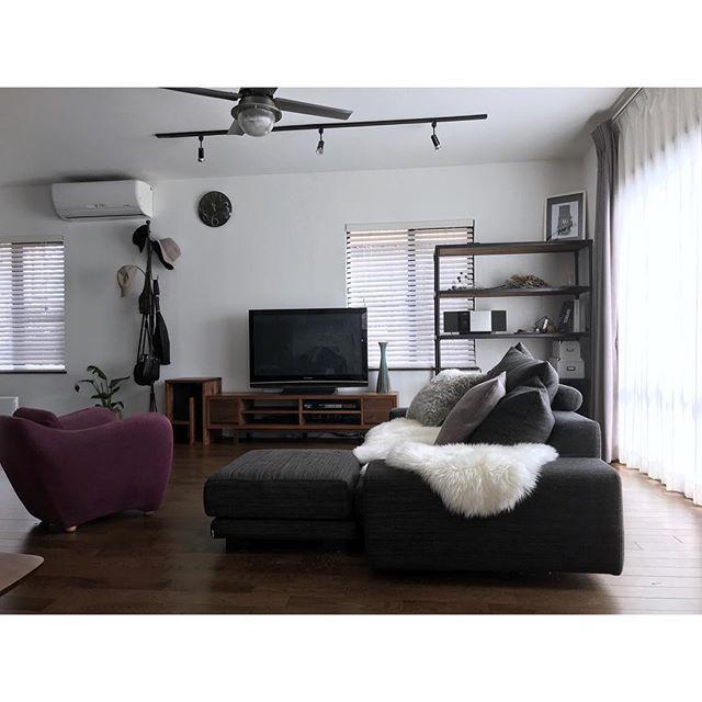 2面が窓の場合のテレビとソファの配置