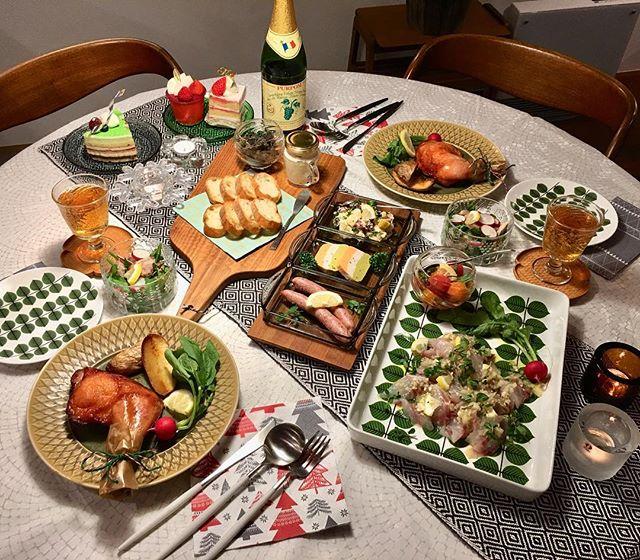 人気北欧食器が主役のテーブルコーディネート