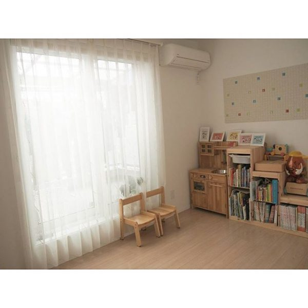 家具を一角にまとめた子供部屋のレイアウト