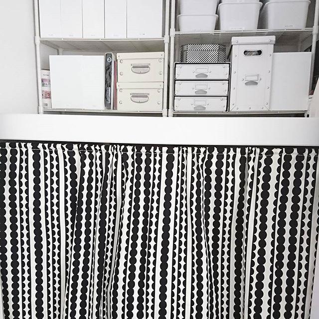本棚に目隠しカーテンを手作りで設置