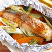 【連載】コレ1本でOK!万能な焼肉のたれで簡単&美味しい魚料理「鮭のホイル焼き」