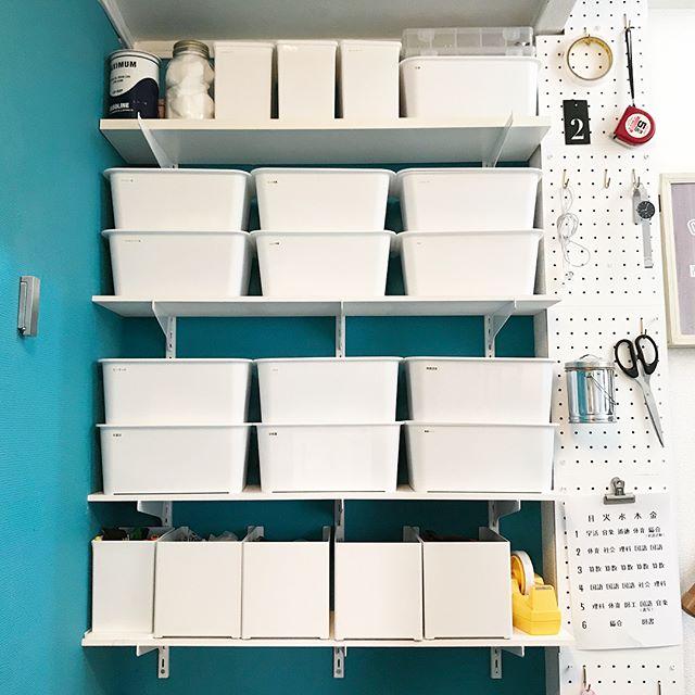 有孔ボードを並べたDIY収納アイデア