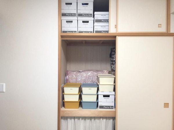 布団を立てる押入れの収納アイデア