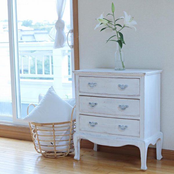 エレガントなデザインの家具を配置する