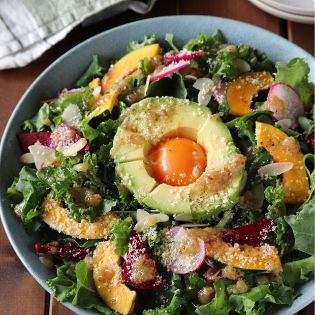 栄養満点!ケールとビーツのアボ玉サラダ