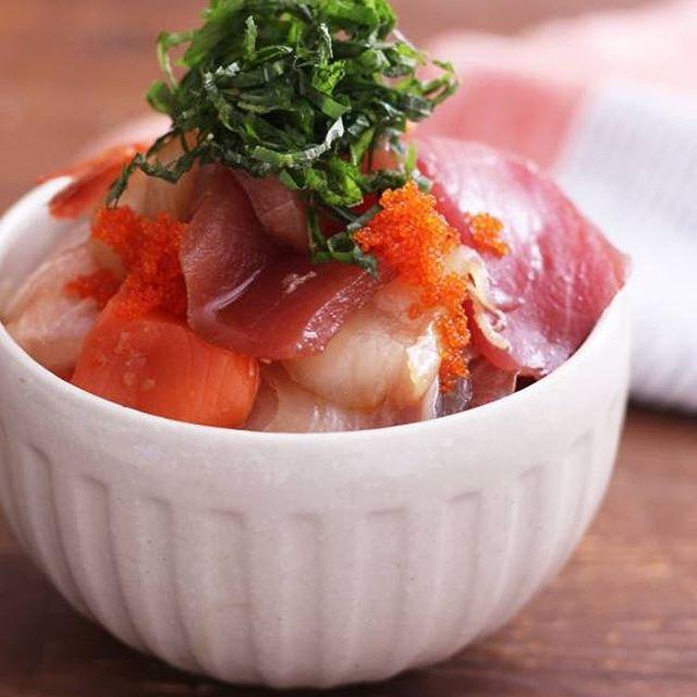 人気の料理!いろいろお刺身の漬け丼