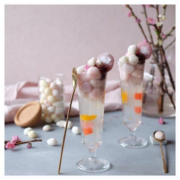 おしゃれなひな祭りに!桃色白玉あんみつ