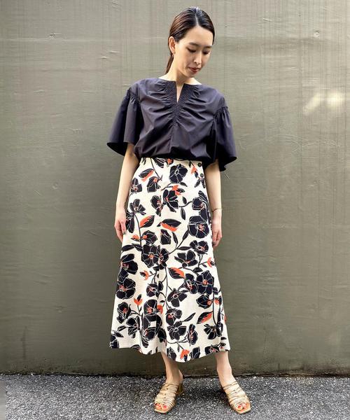 花柄スカートの夏ファッション