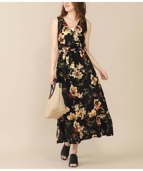 花柄マキシワンピースの夏ファッション