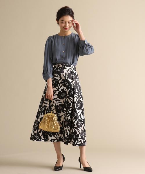 フレアスカートの春ファッション