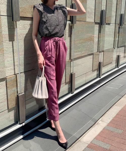 イージーパンツの夏ファッション