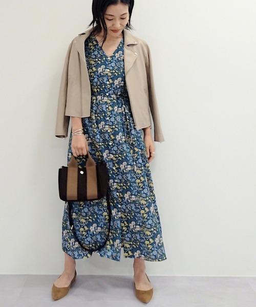 花柄ワンピースの秋ファッション
