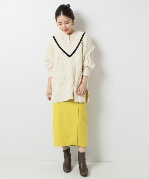ケーブルニットベスト×タイトスカート