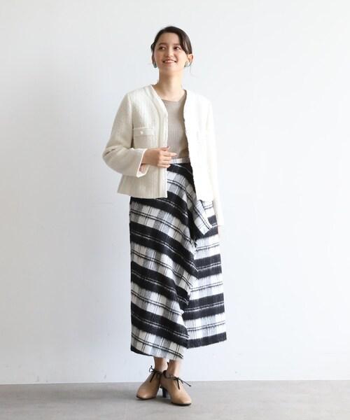 ツイード白ジャケット×チェック柄スカート